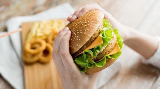 Внимание! Мазната храна причинява рак на дебелото черво